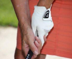 ¿Cómo coger el palo de golf correctamente?